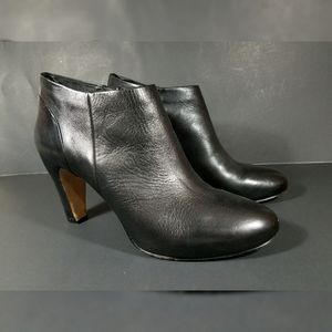Vince Cuoio Black Leather Booties Heels Size 9